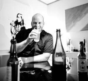 Samme ånd: Mike Murphy ser klare paralleller mellom punk og håndverksøl. (Foto: Skjalg Ekeland/ Den norske ølrevolusjonen)
