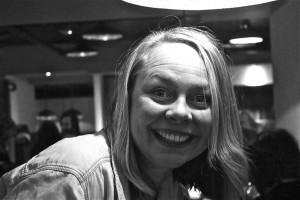 Så glad blir Voss Bryggeris daglige leder, Jeanette Lillås, når hun vinner Slaget om Vestlandet.