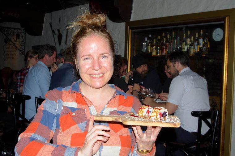 Desserten serveres på Bryggeribråk